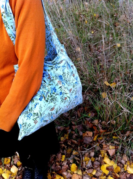 blue-velvet-shoulder-bag-two